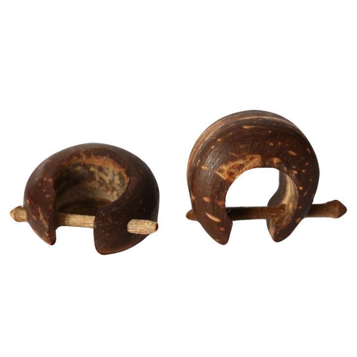 ovaler Holzohrstecker aus Kokosnuss