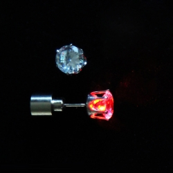 Ohrstecker mit LED in rot