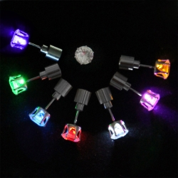 Ohrstecker mit LED in verschiedenen Farben
